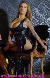 LADY TIARA FETISH BDSM GUDINDE